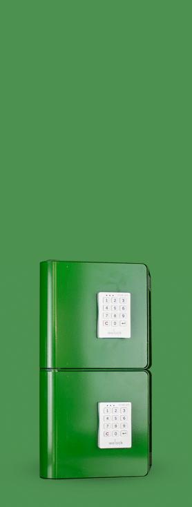 Bornes de recharge pour smartphones équipées de systèmes de fermeture à code électronique.